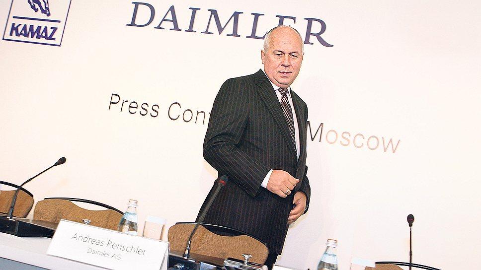 """Пока Daimler размышлял над ценой КамАЗа, гендиректор """"Ростеха"""" Сергей Чемезов отыскал для него новых инвесторов"""