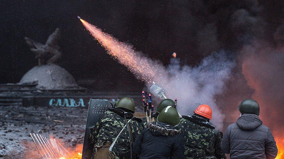 В противостоянии со спецназом активно использовались даже новогодние салюты