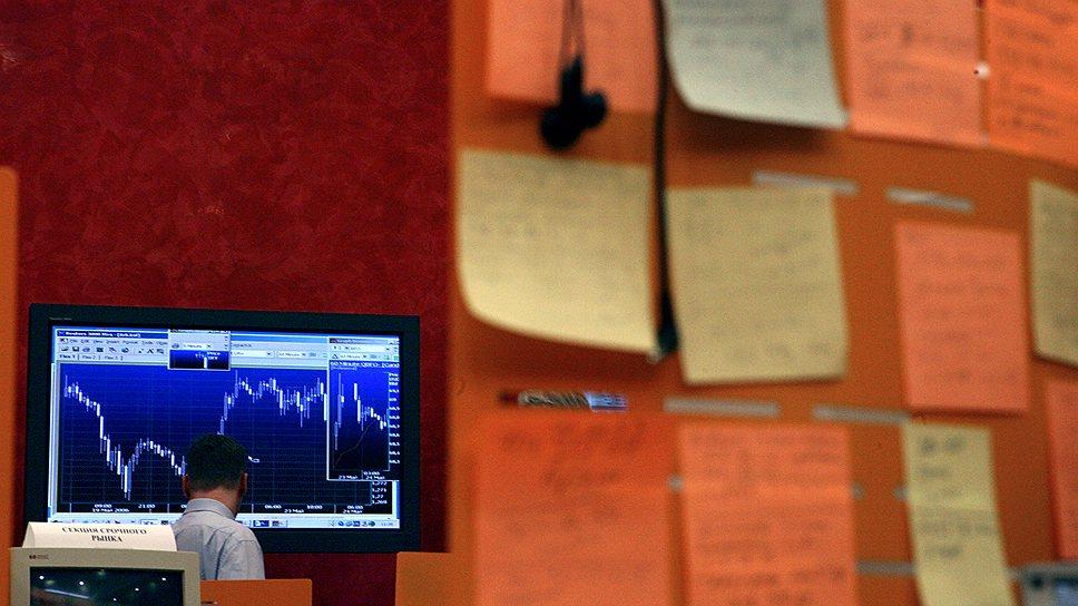 Как валютные покупки усилили падение рубля