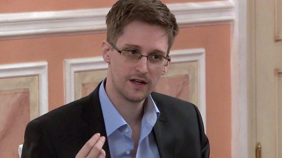 Чем занимается Эдвард Сноуден