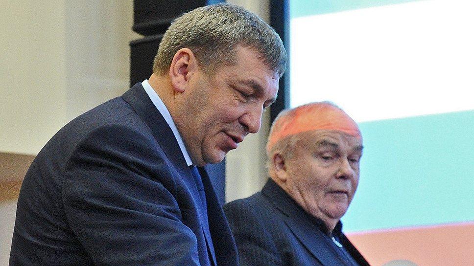 У Евгения Велихова (справа) не возникло вопросов к Игорю Слюняеву по расходованию 134 млрд руб.