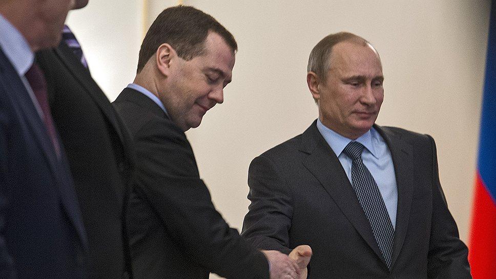 Владимир Путин был рад увидеть Дмитрия Медведева на встрече с кабинетом министров, одну из которых премьер недавно пропустил
