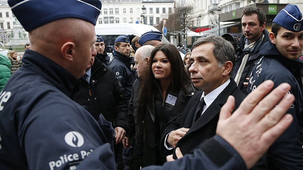 Чиновники ЕС (третий справа — президент Европейского социально-экономического комитета Анри Малосс) не исключают, что доступ на Запад для властей Украины скоро закроется