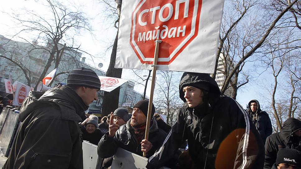Чтобы остановить распространение протестных настроений по всей стране, сторонники президента Януковича объявили всеобщую мобилизацию