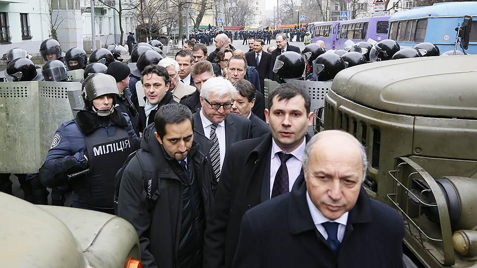 Главы европейских дипломатий вели переговоры в Киеве в условиях, когда и власть, и лидеры оппозиции теряют контроль над ситуацией