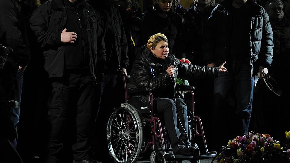 Юлия Тимошенко вернулась в большую политику в инвалидном кресле