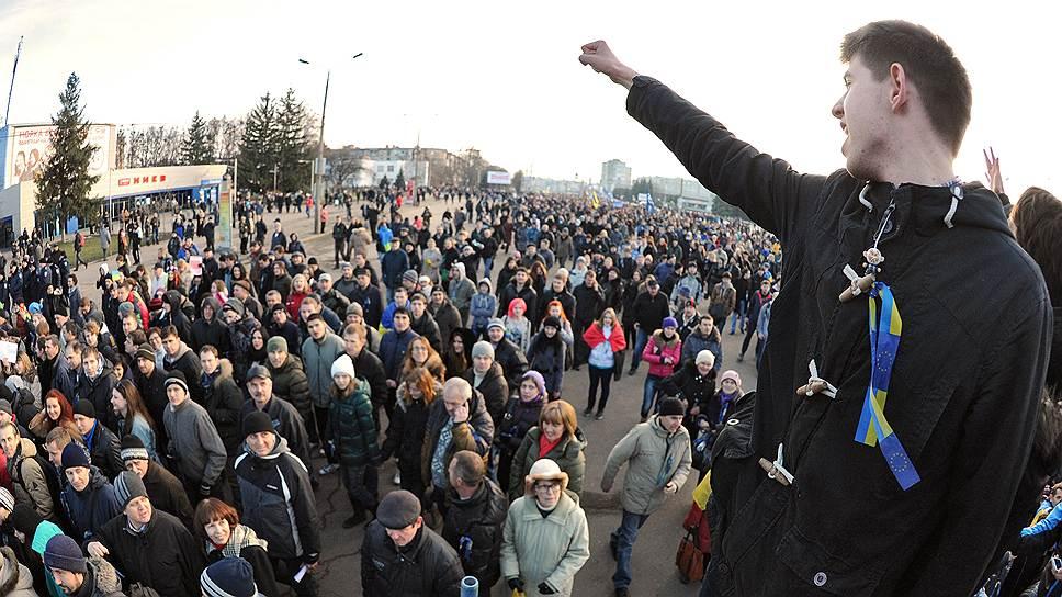 Харьков. Сторонники оппозиции во время митинга. Митинг прошел на бульваре Академика Юрьева