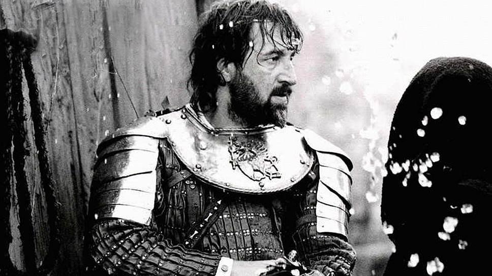 В аду, куда его бросила судьба, герой Леонида Ярмольника страдает и тоскует по утраченной жизни