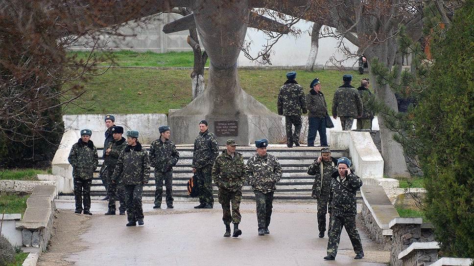 Украинским военным, перешедшим на сторону Крыма, власти автономии пообещали поднять зарплату «до российского уровня»