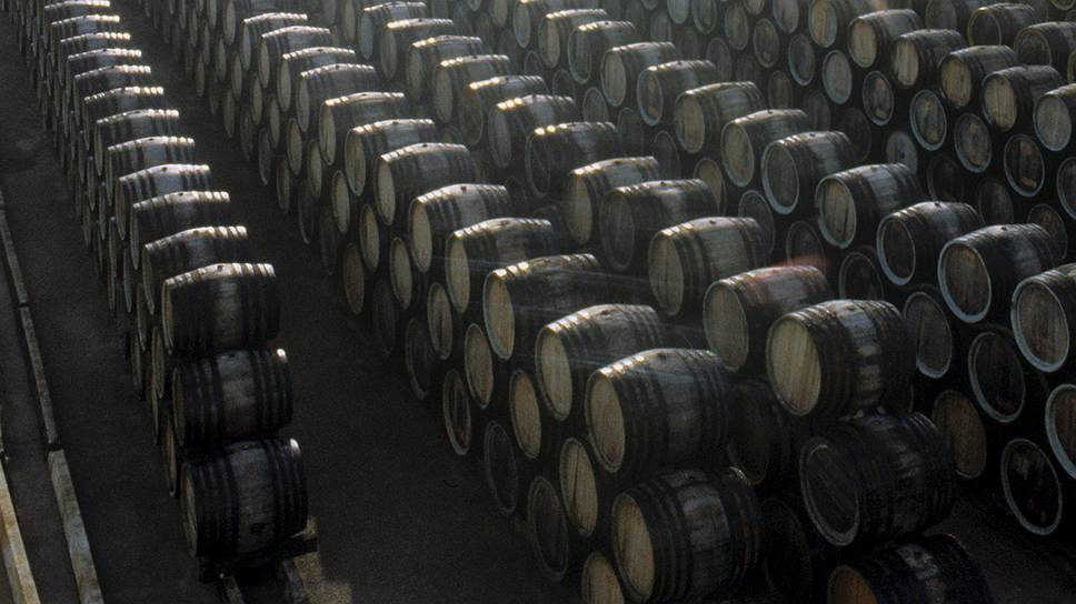 Хорошо забытое крымское / Власти просят ритейлеров поддержать виноделов полуострова