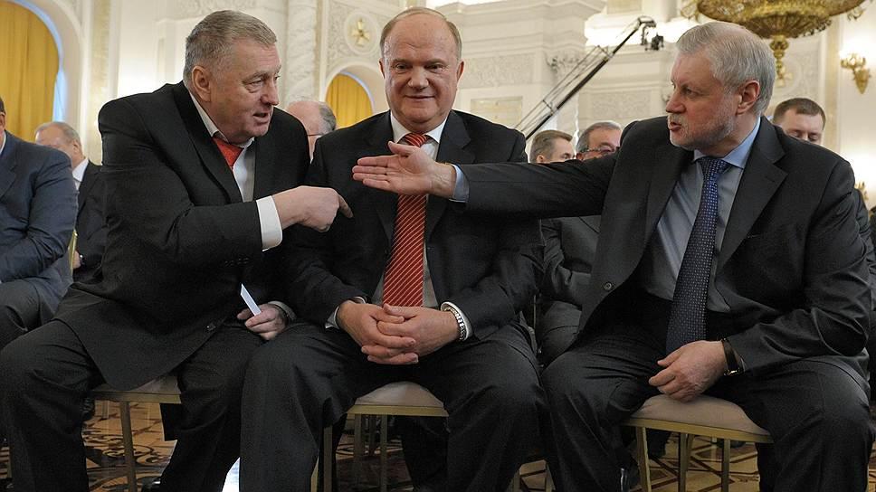 Сергей Миронов (справа) не убедил Владимира Жириновского (слева) и Геннадия Зюганова (в центре), что им придется идти на выборы досрочно