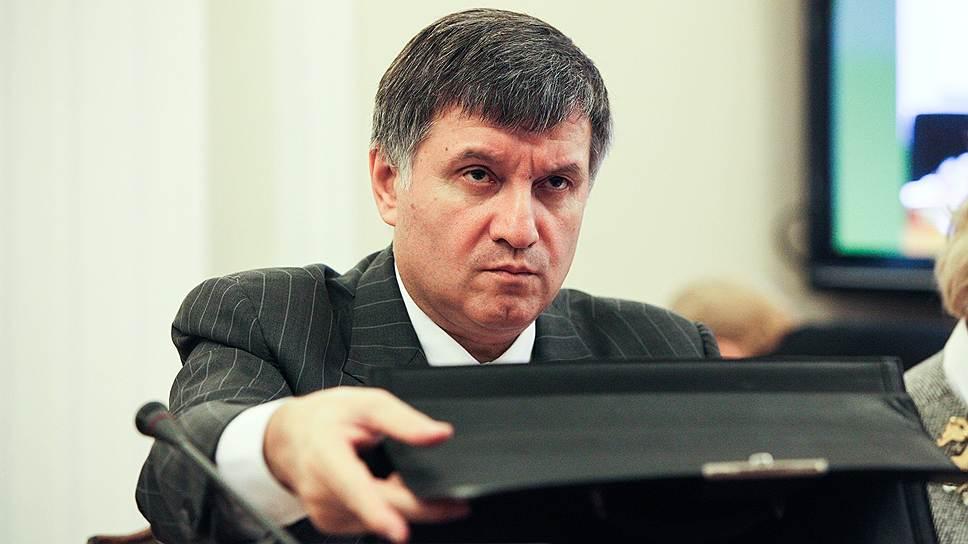 """Украинские праворадикалы требуют отставки министра внутренних дел Арсена Авакова (на фото) за то, что его подчиненные застрелили главу """"Правого сектора"""""""