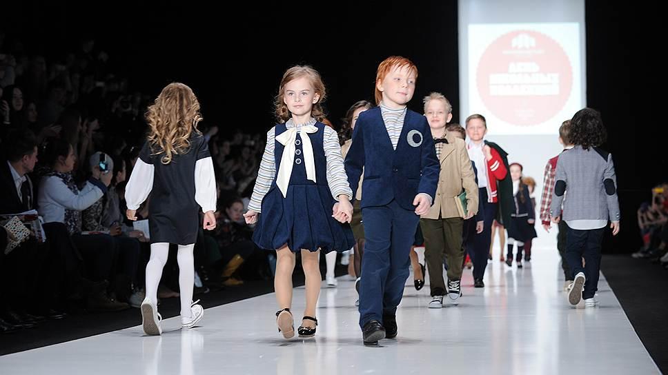 Школьная форма необходима, уверены в правительстве РФ, однако как именно следует одевать детей, чиновники пока не знают