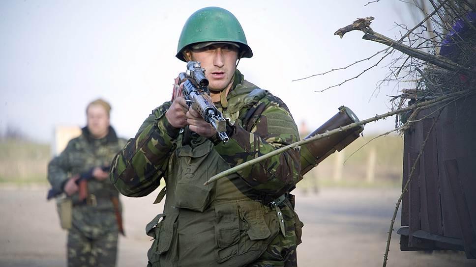 Противостояние на аэродроме Краматорска между украинскими военными и силами самообороны едва не закончилось кровопролитием