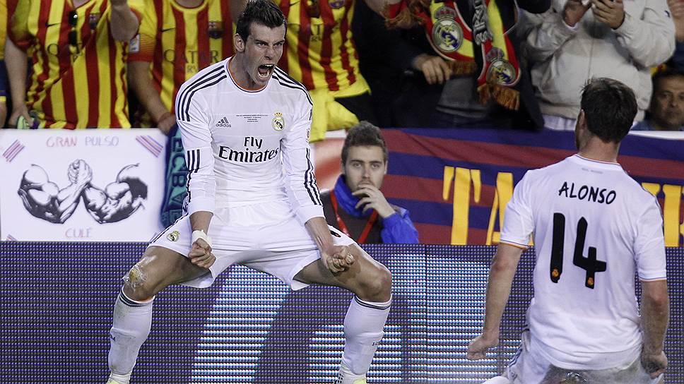 """В отсутствие травмированного Криштиану Роналду роль лидера """"Реала"""" на себя взял Гарет Бейл (слева), забивший победный гол в финале Кубка Испании"""