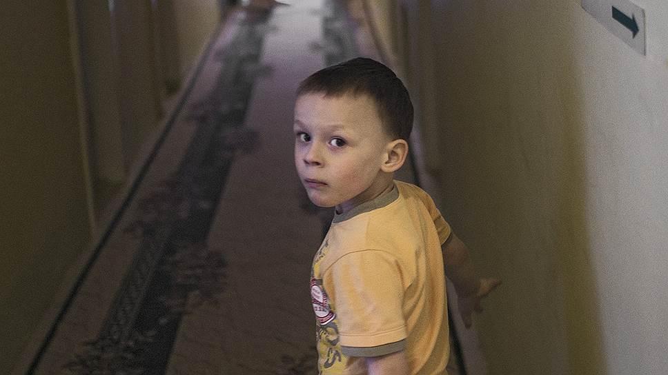 В декабре Руслан сказал, что на утреннике не будет танцевать быстрый танец. Мама спросила, обиделся ли он. И Руслан сказал, что это честно, что быстрый танец он танцевать уже не может