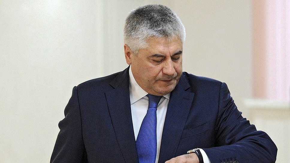 В Министерстве внутренних дел настало время финансовой поддержки государства. На фото — глава ведомства Владимир Колокольцев