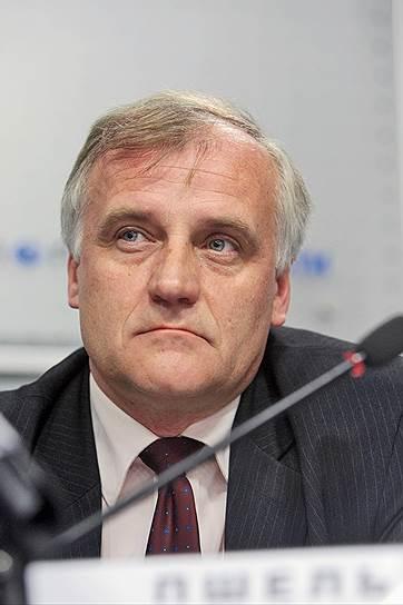 Руководитель информационного бюро НАТО в Москве  Роберт Пшель