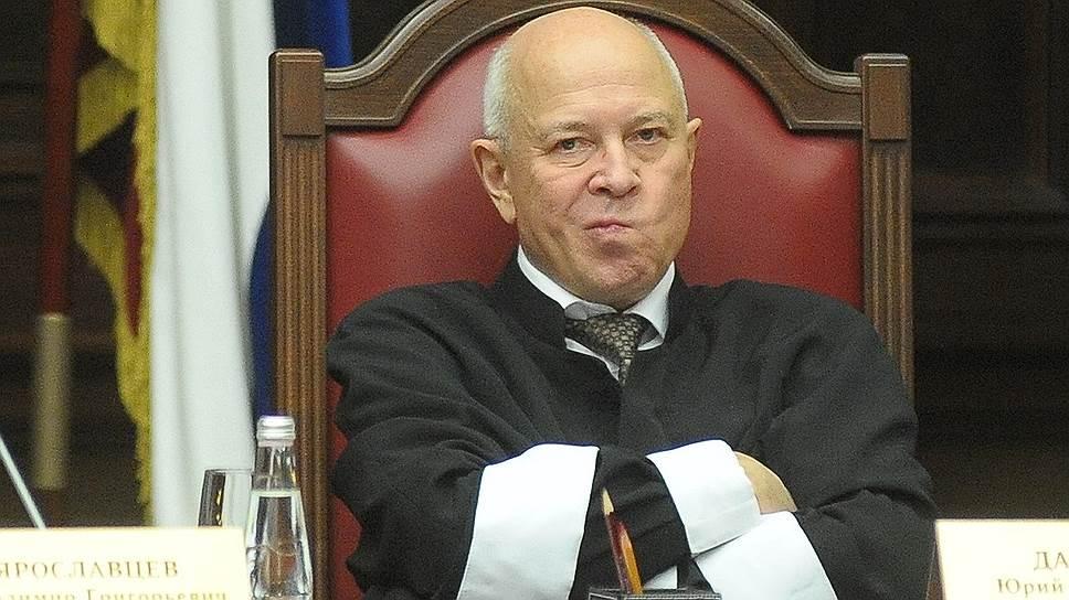 Юрий Данилов (справа) решительно раскритиковал решение КС во главе с Валерием Зорькиным по вопросу возврата на выборы досрочного голосования