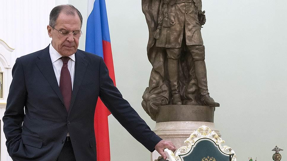 Внешнеполитические разработки взяли курс на рубль / Исследовательские центры не хотят быть иностранными агентами