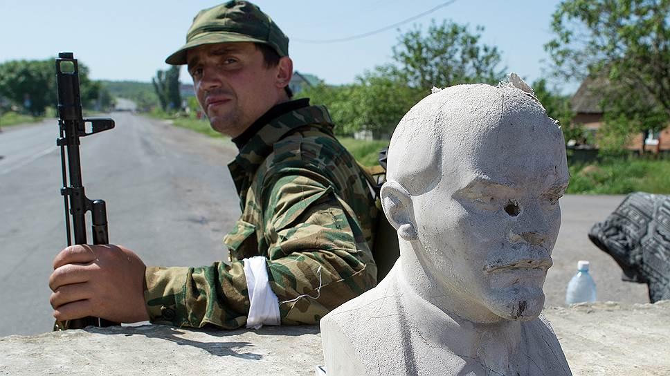 Контролирующие Славянск военные твердо обещают: президентских выборов 25 мая в городе не будет