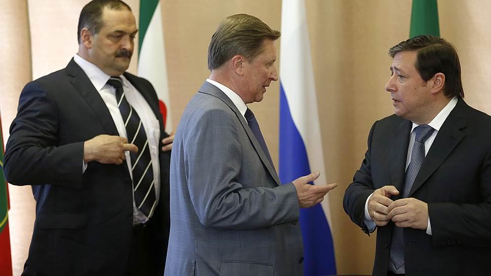 Полпреда Сергея Меликова (слева) главам субъектов СКФО представили Сергей Иванов (в центре) и Александр Хлопонин