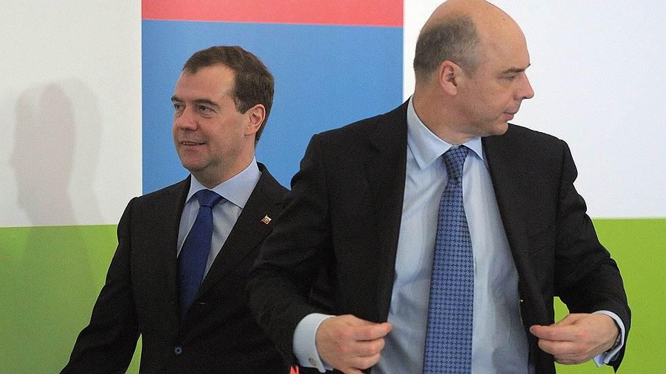 Премьер Дмитрий Медведев и министр финансов Антон Силуанов не готовы так просто отпустить Visa и MasterCard из России