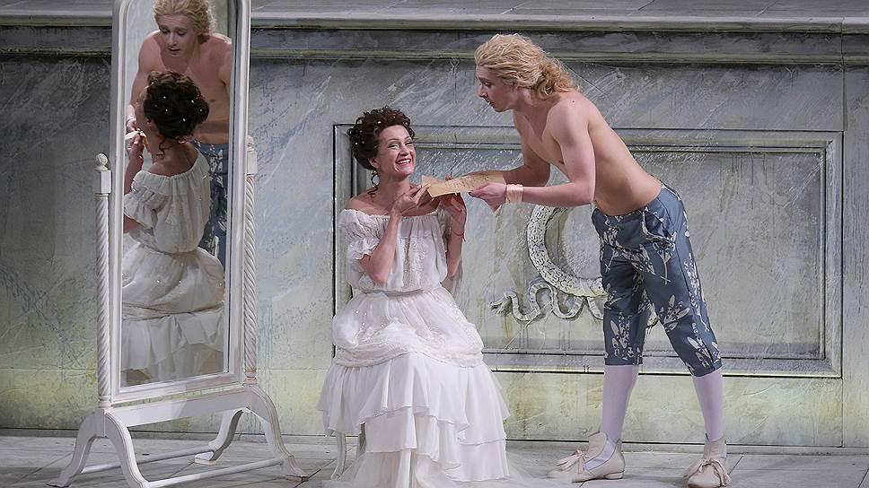 Строго говоря, постановка Евгения Писарева относится к разряду костюмного театрального зрелища