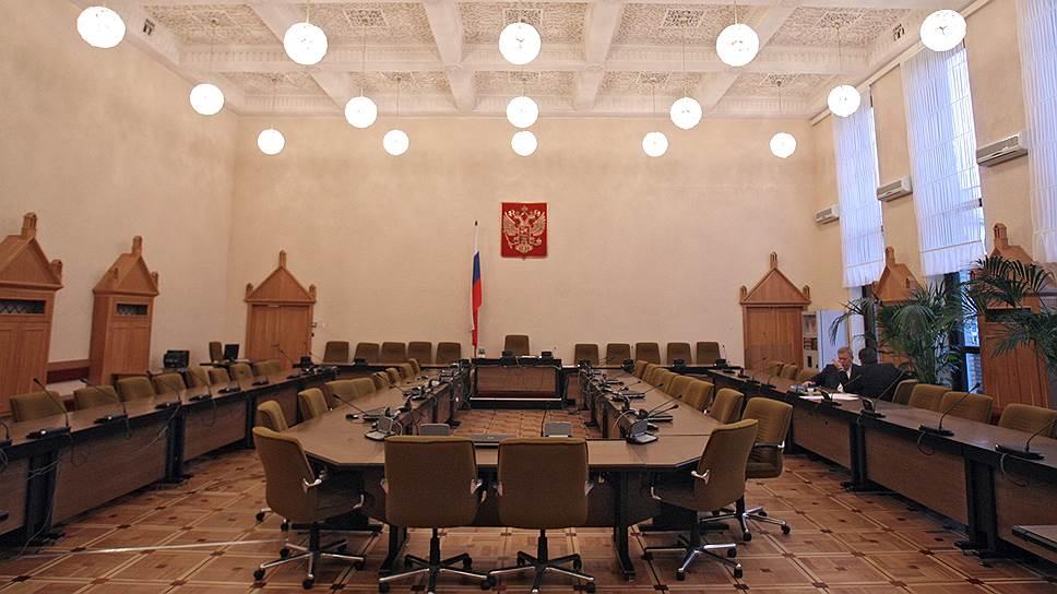 Как следствие отстранило адвоката Дениса Сугробова и Бориса Колесникова