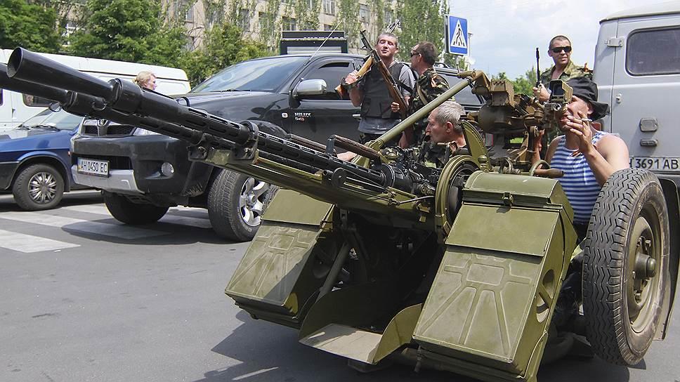 """Ополчением на юго-востоке Украины командуют """"бойцы"""" с говорящими прозвищами"""