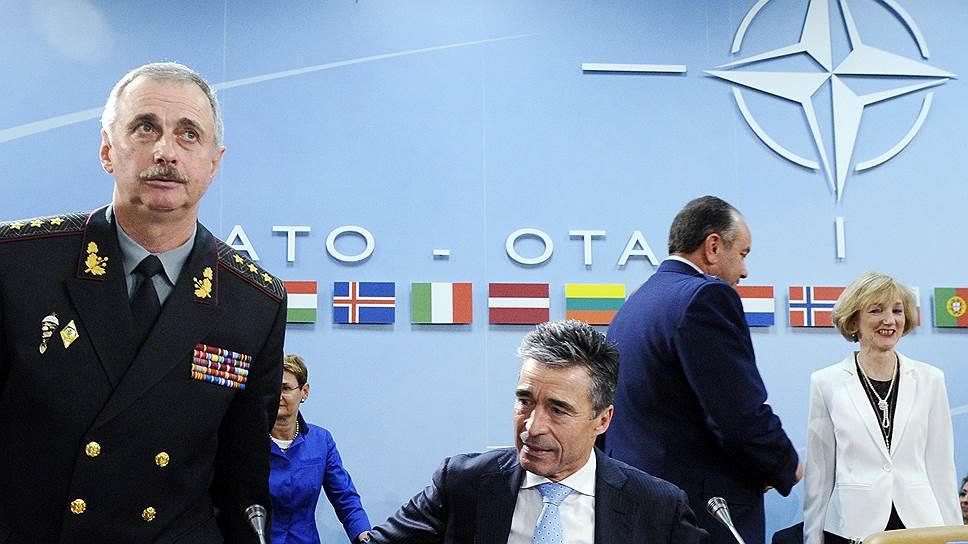 Министр обороны Украины Михаил Коваль и генсек НАТО Андерс Фог Расмуссен