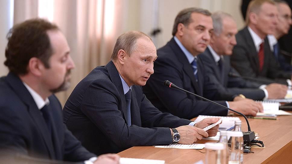 Владимир Путин выслушал советы ученых и экологов по безопасному освоению Арктики, но конкретных обещаний пока давать не стал