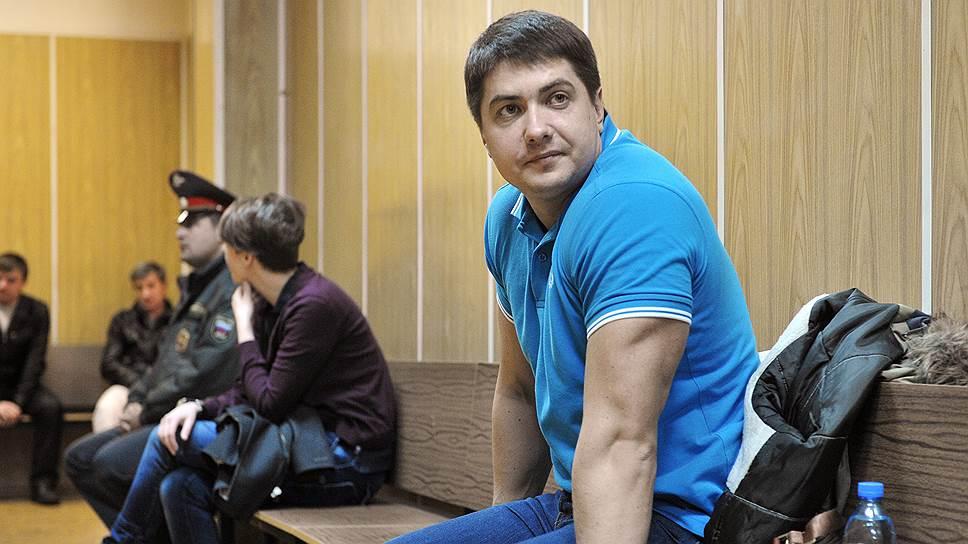 Как бывшего следователя предложили наказать по всей строгости режима