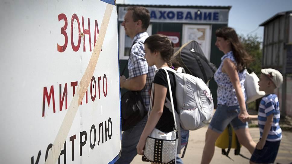 Граждане продолжают покидать Украину, несмотря на закрытие нескольких пограничных КПП
