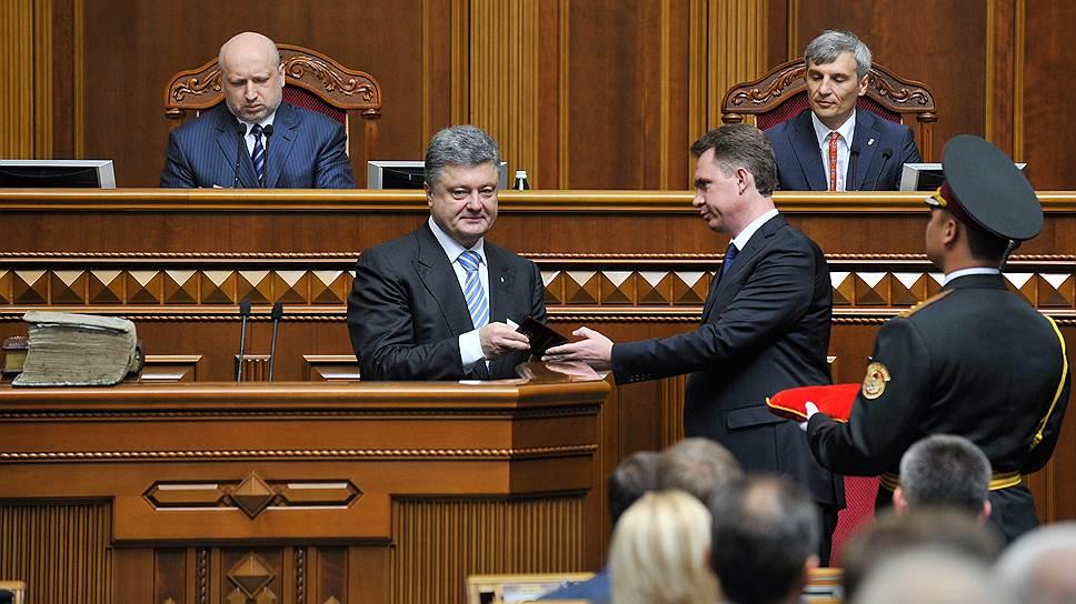 Новый президент Украины Петр Порошенко замахнулся на трудновыполнимую задачу: за три месяца урегулировать конфликт на востоке