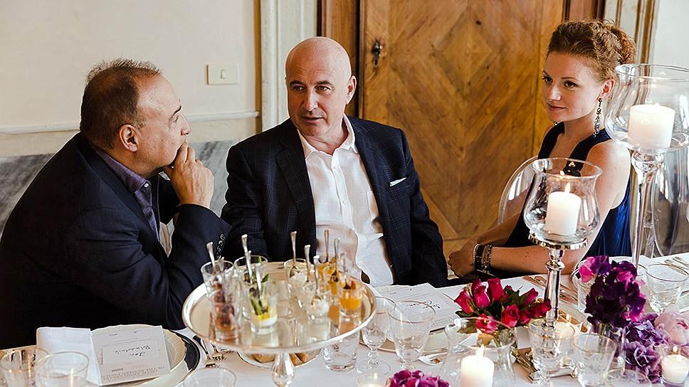 Леонард Блаватник, Марк Гарбер и Юлия Шахновская (слева направо) отметили 100-летие Русского павильона за ужином