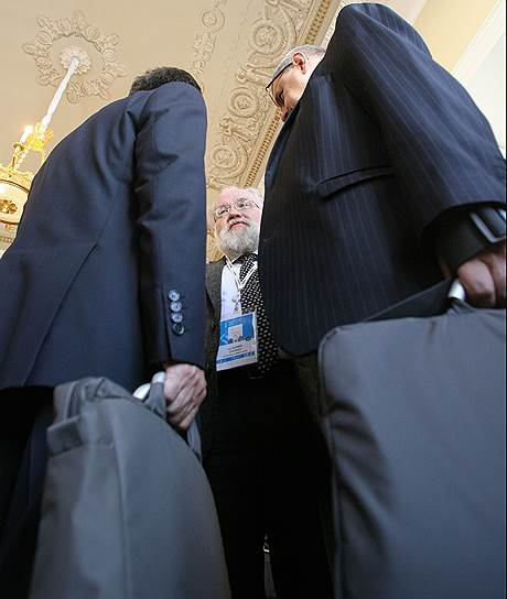 «Юрист-самоучка» Владимир Чуров доказывал другим юристам, что тоже располагает достаточным багажом знаний