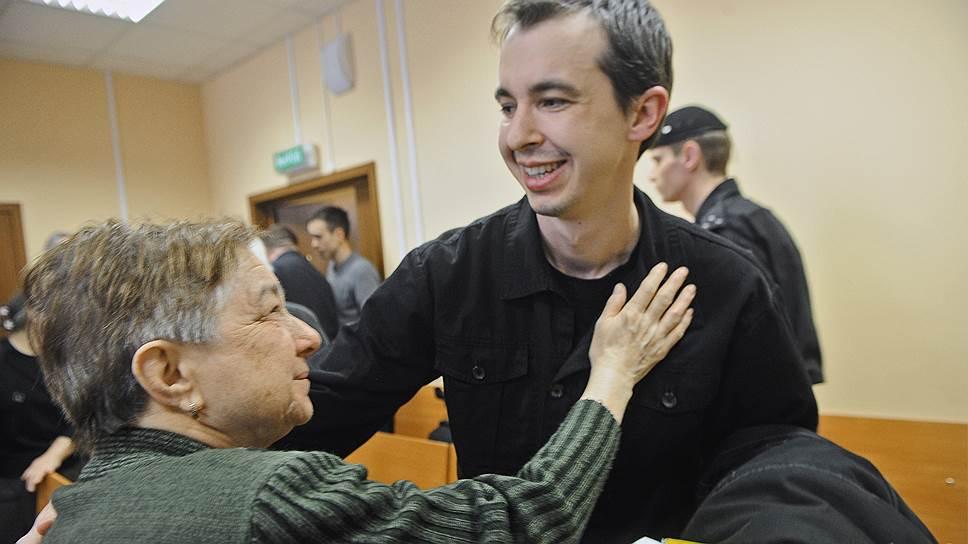 Адвокат Артур Прель (справа) после слушаний по его делу в Люберецком суде