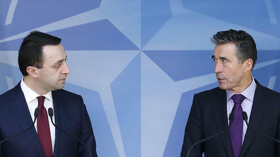 Вердикт генсека НАТО Андерса Фога Расмуссена (справа) премьер Грузии Ираклий Гарибашвили (слева) услышит только в сентябре