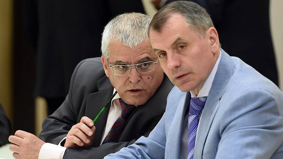 Васви Абдураимов (слева) заявляет в письме президенту, что Крым к выборам не готов. В Госсовете, который возглавляет Владимир Константинов (справа), называют озвученные им проблемы надуманными