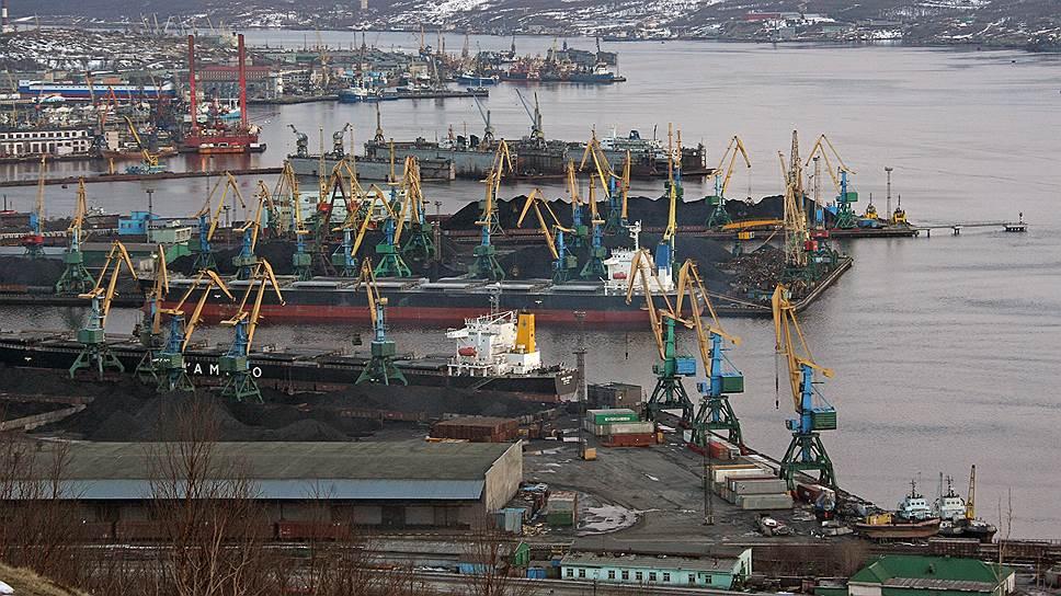 Вид на морской порт Мурманска