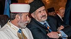 Крымские татары остались без своих лидеров Мустафы Джемилева и Рефата Чубарова (на фото — справа), которым российские власти закрыли въезд в страну