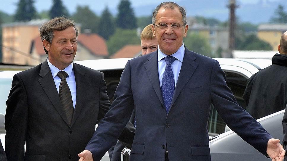 Входящая в НАТО и Евросоюз Словения встретила главу МИД РФ Сергея Лаврова (справа) с распростертыми объятиями