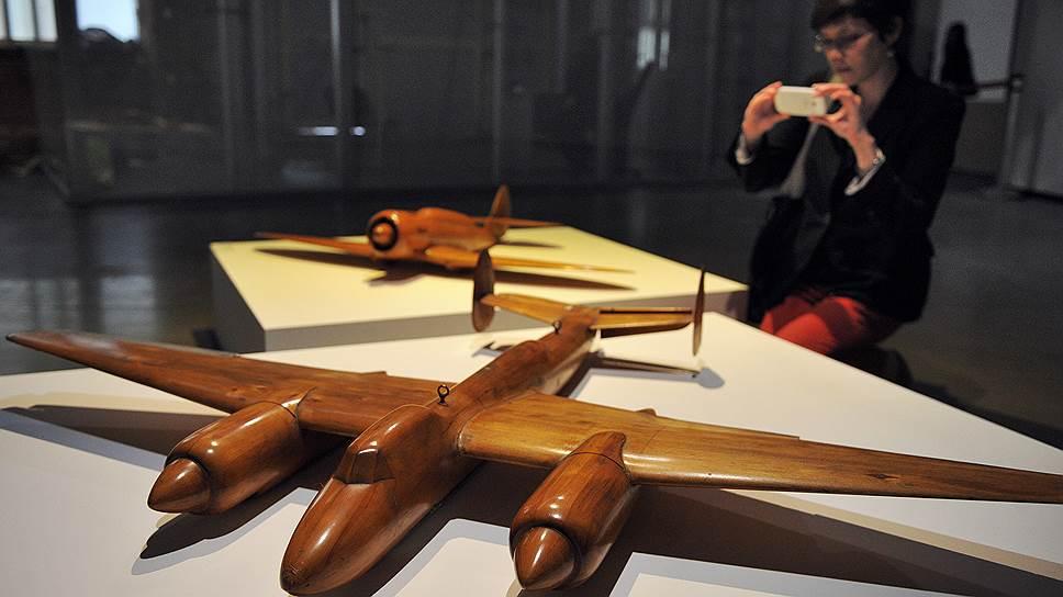 Выставка в Еврейском музее не раскрывает заявленную в названии тему целиком: здесь скорее лишь дан намек на увлеченность авангарда небом