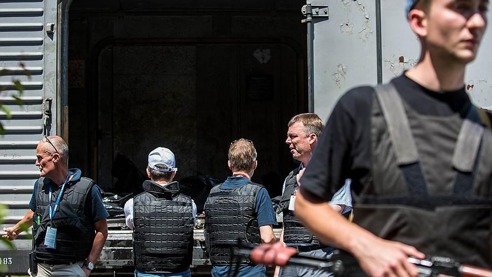Сотрудники миссии ОБСЕ проследили лишь, как тела погибших в авиакатастрофе отправили в Донецк