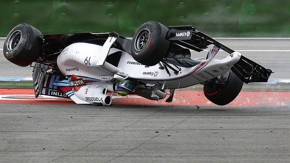То, как Williams Фелипе Массы почти сразу после старта в результате столкновения с McLaren Кевина Магнуссена кувырком улетел в гравийную ловушку, заставило замереть сердца болельщиков