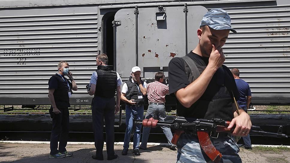 Почему трагедия малайзийского лайнера не остановила бои на востоке Украины