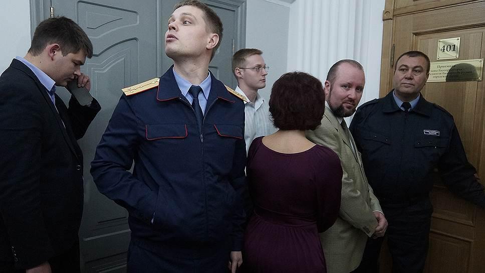 Как в кабинете Евгения Ройзмана искали записи о встречах