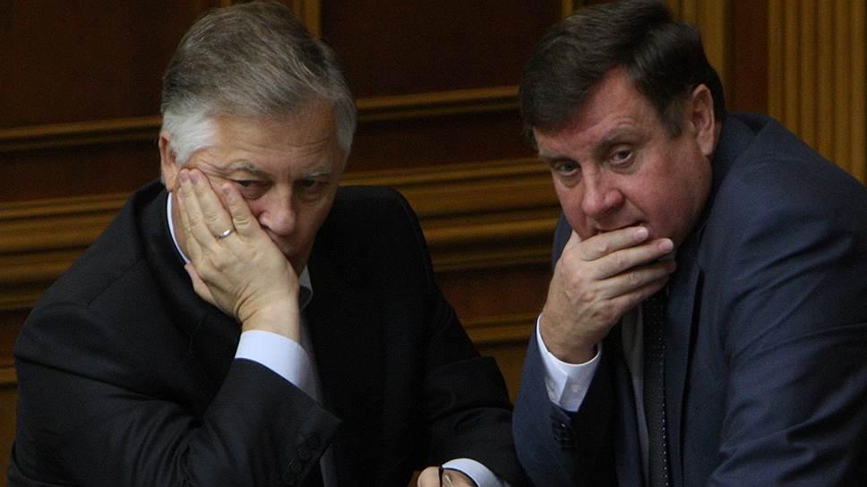 Лидеру украинских коммунистов Петру Симоненко (слева) придется задуматься над новым политическим проектом