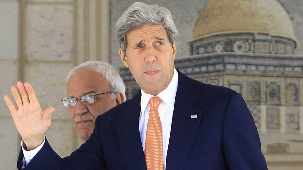 Представитель Организации освобождения Палестины Саиб Эрекат и госсекретарь США Джон Керри